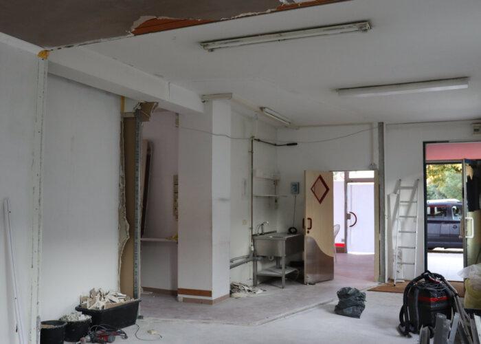 Die Trennwand zwischen den beiden Läden ist nun samt Ständerwerk entfernt. Der Raum gewinnt somit an Größe.